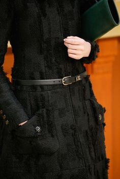 Chanel Fall 2015 Ready-to-Wear Fashion Show Details: See detail photos for Chanel Fall 2015 Ready-to-Wear collection. Look 72 Fashion Week, Girl Fashion, Fashion Show, Fashion Outfits, Absolut Black, Simply Fashion, Chanel Dress, 19th Century Fashion, Fashion Details