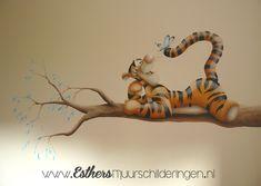 Muurschildering tijgertje op tak voor op de babykamer