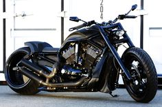 V-ROD 330 WIDE TIRE CUSTOM  is it something SEXIER than this machine? ;)