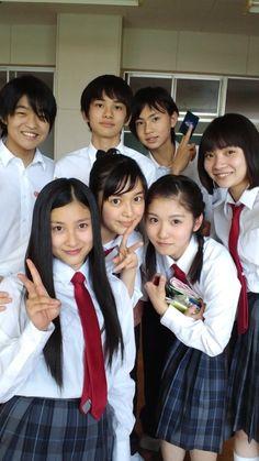 School Daze, School Boy, Retro Wallpaper Iphone, Japanese School Uniform Girl, High School Memories, Jennie Kim Blackpink, Bishounen, Pose Reference, Aesthetic Wallpapers
