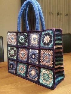 Free and New Trend Crochet Bag Pattern Image ideas Part 8 ; knitting bag pat… Free and New Trend Crochet Bag Pattern Image ideas Part 8 ; Crochet Shell Stitch, Crochet Tote, Crochet Handbags, Crochet Purses, Knit Crochet, Crochet Granny, Flower Crochet, Crochet Summer, Crochet Mandala