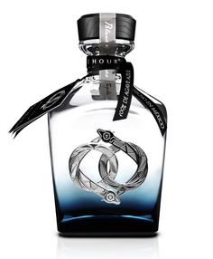 Pure spirit™ Unkissed by the barrel, La Hora Azul Blanco represents the freshest and purest essence of the Blue Agave.