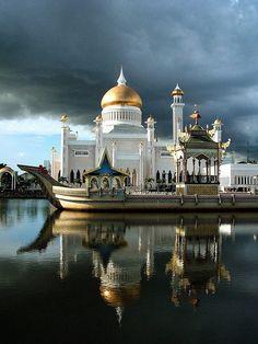 Sultan Omar Ali Saifuddin Mosque   Read More Info