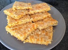 Lekker bij van alles: Schotse havermoutkoekjes met geraspte cheddar. Deze voedselzandloper koekjes maak je tussen de bedrijven door! Crackers, Cornbread, Paleo, Chips, Cheddar, Low Carb, Snacks, Healthy, Ethnic Recipes