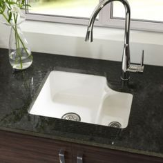 An essential addition to any kitchen, this white sink & drainer from Astracast's Lincoln range is made from sturdy ceramic. Lincoln, Ceramic Kitchen Sinks, Small Basin, Cast Iron Sink, Ikea, Old Sink, Deep Sink, Double Bowl Sink, Fire Clay