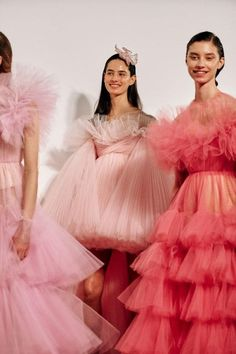 vogue fashion 9 major moments from the haute couture spring 2019 shows worth your time - Vogue Australia Fashion Moda, Runway Fashion, High Fashion, Fashion Show, Fashion Trends, Style Fashion, Vogue Fashion, Fashion Model Poses, Young Fashion