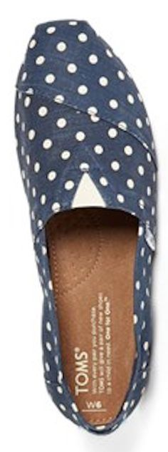navy #blue polka dot TOMS http://rstyle.me/n/n4pz5r9te