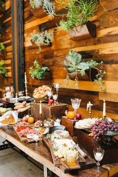 Stunning 21 Awesome Rustic Food Display https://weddmagz.com/21-awesome-rustic-food-display/
