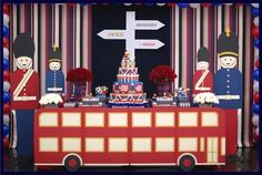 London Calling First Birthday {Boy Party Ideas} - Spaceships and Laser Beams-The Amazing deco London Theme Parties, London Party, Themed Parties, Birthday Party Desserts, Boy Birthday Parties, Union Jack, England Party, British Party, Festa Party
