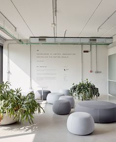 Arper - Furniture for contract, office and public spaces White Office, Small Office, Office Interior Design, Office Interiors, Decor Market, Office Lounge, Decoration Inspiration, Coworking Space, Commercial Design