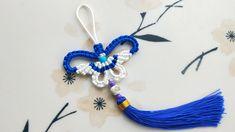 教你DIY蝴蝶小挂饰,真可爱!详细的编绳教程 Macrame Owl, Macrame Knots, Micro Macrame, Knit Bracelet, Paracord Bracelets, Macrame Jewelry, Macrame Bracelets, Magic Knot, Diy Gift Box