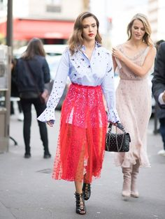 Something Up Your Sleeve: The Street Style Trend That's All About The Sleeve #fashion #style #jessicaalba #elle