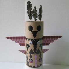 A.TOTEM CARTON & GOMMETTES Indian Diy, Indian Crafts, Indian Party, Cork Crafts, Diy And Crafts, Arts And Crafts, Totems, Toilet Paper Roll Crafts, Paper Crafts