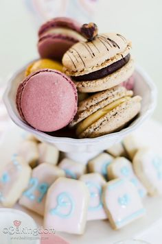 Pink & Fluffy Tea Party Macarons ©Bakingdom