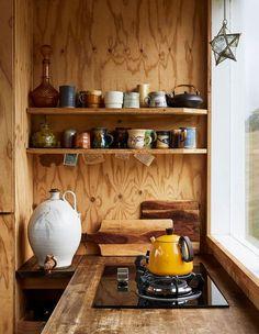 Self-Built Weekender Cabin The Design Files - A Self-Built Weekender Cabin.The Design Files - A Self-Built Weekender Cabin. Kitchen Interior, Kitchen Decor, Wooden Kitchen, Kitchen Ideas, Minimalism Living, Cabin Kitchens, Small Kitchens, The Design Files, Cuisines Design
