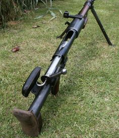 The PTRD AT gun was also useful against buildings or bunkers. A semi automatic model, the PTRS 1941 was also used, 3.5 kg heavier and 8 cm longer and was fed from a five round clip. It proved mechanically inferior to the PTRD and eventually production was switched to the manufacture of the PTRD.