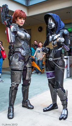 Female Shepard and Talia, Mass Effect, photo by LJinto at SDCC.