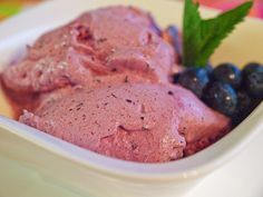 Blueberry ice cream from the Thermomix, a tasty recipe from the ice cream category. Ratings: Average: Ø Blueberry ice cream from the Thermomix, a tasty recipe from the ice cream category. Baby Puree Recipes, Pureed Food Recipes, Vegetable Recipes, Baby Food Recipes, Indian Food Recipes, Dessert Recipes, Blueberry Ice Cream, Thermomix Desserts, Frozen Yoghurt