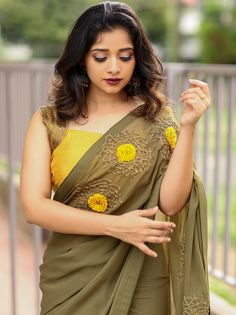 Want to shop simple and stylish designer sarees for parties and events? Indian Designer Sarees, Latest Designer Sarees, Indian Designer Outfits, Indian Sarees, Silk Sarees, Saree Embroidery Design, Hand Embroidery Dress, Saree Blouse Patterns, Saree Blouse Designs