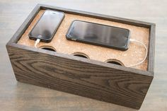 Keep your electronic gadgets and cords in one place with an easy-to-build charging station, which can hold three to four phones or even a few small tablets. Electronics Projects, Electronics Gadgets, Smartphone, Handy Box, Charging Station Organizer, Charging Stations, Wooden Charging Station, Diy Organizer, Phone Stand