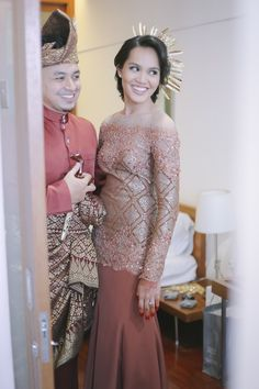 Malay Wedding Dress, Elegant Wedding Dress, Wedding Dresses, Dress Clothes, Dress Outfits, Lovely Dresses, Formal Dresses, Muslimah Wedding, Jan 2018
