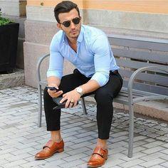 ¿Apostamos por un look casual? No olvides contrastar el outfit sacándole provecho a tu camisa y unos buenos zapatos.
