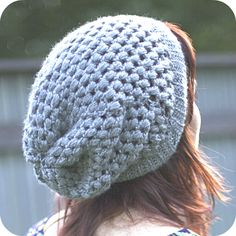 Puff Stitch Slouchy Beanie Crochet Pattern via Hopeful Honey-- This is a super fun hat to make. I love puff stitch! <--- I wish I knew how to crochet Bonnet Crochet, Crochet Baby Hats, Diy Crochet, Crochet Crafts, Crochet Clothes, Crochet Projects, Knitted Hats, Tutorial Crochet, Ravelry Crochet