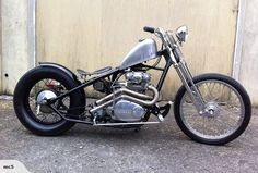 I'm still undecided about a springer front end on a bobber... looks clean on this bike tho.
