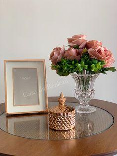 Glamour Decor, Table Decor Living Room, Modern Farmhouse Exterior, Kitchen Decor Themes, Decorating Coffee Tables, Tray Decor, Home Decor Furniture, Home Decor Accessories, Decorative Items