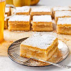 Prosta szarlotka Fruit Recipes, Fall Recipes, Vegan Recipes, Polish Recipes, Polish Food, Apple Cake, Food Cakes, No Bake Desserts, Cake Cookies