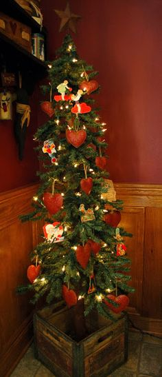 Berry Homespun Primitives: Valentine Tree