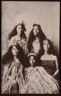 New Zealand, Maori Women Vintage ~ The Maori & the Haka Tahiti, Polynesian People, Polynesian Culture, Tonga, Boris Vian, Maori People, Maori Designs, Indigenous Tribes, Maori Art
