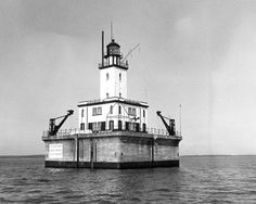 DETOUR REEF LIGHT    Location: MOUTH OF ST. MARY'S RIVER/LAKE HURON   Nearest City: DETOUR  County: CHIPPEWA    Michigan
