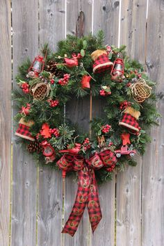 Comfort & Joy Wreath  //  Love plaid!
