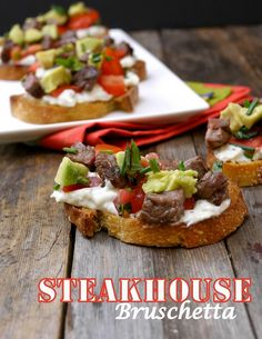Steakhouse Bruschetta We love finger food at our house and often after throwing a Ribeye on the grill for dinner we often have leftovers. But we get stuck in the same rut of making hash with it. This recipe sounds like something new that I have to try! Yummy Appetizers, Appetizers For Party, Appetizer Recipes, Beef Recipes, Cooking Recipes, Yummy Recipes, Good Food, Yummy Food, Football Food