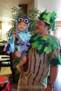 Tree costume: for tree monster add scary face Fröhliches Halloween, Family Halloween Costumes, Baby Halloween Costumes, Holidays Halloween, Halloween Decorations, Baby Owl Costumes, Book Costumes, Diy Costumes, Owl Costume Diy