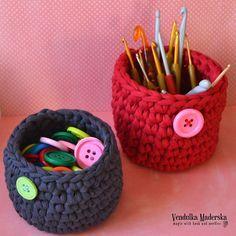 Načerpejte inspiraci a ozdobte si svůj domov moderními, vlastnoručně vyrobenými háčkovanými dekoracemi. Potěšte své děti veselými háčkovanými hračkami, kabelkami a doplňky vyrobenými podle návodů Háčkování s Vendulkou