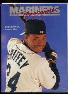 KEN GRIFFEY JR, Seattle Mariners 1995 Seattle Mariners magazine Vol 6 #2 BlueJay
