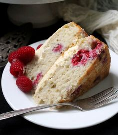 This fluffy, decadent Vegan White Chocolate Raspberry Cake is just what you need to treat yourself and your loved ones to. White Chocolate Raspberry Cake, Vegan White Chocolate, Chocolate Flavors, Chocolate Recipes, Cake Chocolate, Vegan Cake, Vegan Desserts, Vegan Recipes, Holy Cow Cakes