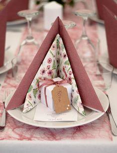 Den fineste borddækning til konfirmationen, eller en anden stor fest. Du kan få servietter mm på MinTemaFest.dk