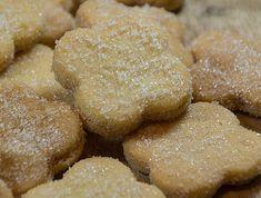 Dieses Rezept stammt aus einem alten Rezeptbuch von 1911. Folgender handschriftlicher Vermerk stand bei diesem Rezept: Doppelte Portion für die Kinder! Tante Agnes net vergess'n. Das reichte uns, um sie sofort auszuprobieren. Das Ergebnis schmeckt super! Biscuit Cookies, Yummy Cookies, Cake Cookies, German Desserts, Sweet Bakery, Cookie Time, Vegan Sweets, Sweet And Salty, International Recipes