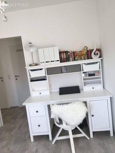 Avusturya Viyana'da yaşayan Nurcan hanım, yapımı yeni tamamlanmış bu evine henüz yeni taşınmış.. Konforu ön planda tutan, modern bir ev dekore eden Nurcan hanım evine dekoratif objelerle renk katmayı planlıyor..  Düz renkleri, sade ve kolay şekillendirilebilir mobilyalarla tercih eden ev sahibimiz... Empty Spaces, Aesthetic Room Decor, Working Area, New Room, Dream Bedroom, Kids Room, Desk, Furniture, Home Decor