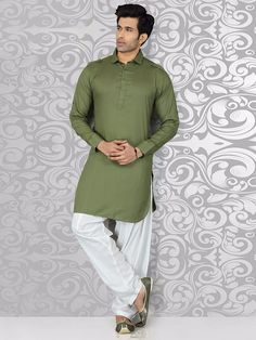 No matter where you wear it, people can't ignore this amazing style of ethnic wear. Get the classic pathani suits for men this wedding season. Mens Indian Wear, Indian Groom Wear, Indian Men Fashion, Mens Fashion Suits, Indian Dresses For Women, Indian Dresses Online, Indian Clothes Online, Pathani Suit Men, Pathani Kurta