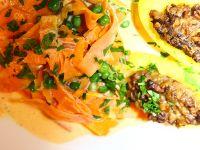 VEGAN - Gefüllte Kartoffeln mit Zitronenvinaigrette an Möhrentagliatelle mit Erbsen  http://www.l-escargot-a-la-tete.com/2014/09/