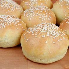 Thing 1, Gluten Free Recipes, Hamburger, Panna Cotta, Bread, Baking, Food, Free Stuff, Glutenfree