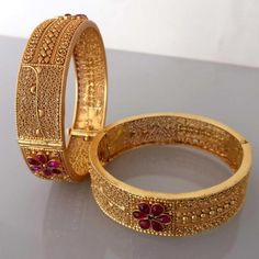 Buy bridal bangles with intricate carvings in temple jewellery style.Wide range of temple jewellery bangles are available at best price in gold plated silver. Gold Ring Designs, Gold Bangles Design, Gold Jewellery Design, Gold Jewelry, Designer Bangles, Jewelry Bracelets, Bridal Bangles, Bangle Set, Temple Jewellery