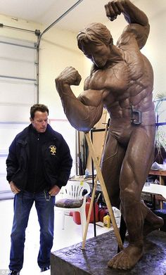 Arnold Schwarzenegger admires muscle-bound statue of himself set . Patrick Schwarzenegger, Karate, Pumping Iron, Mr Olympia, Academia, Fett, Weight Lifting, Gym Workouts, Fitness Inspiration