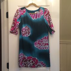 Tibi cocktail dress Silk cocktail dress in a beautiful pattern. Sleeves come halfway down but are open so add even more detail to the dress! Tibi Dresses Prom