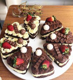 White or Black? Sweet Recipes, Cake Recipes, Snack Recipes, Dessert Recipes, Just Desserts, Delicious Desserts, Yummy Food, Cake Decorating Amazing, Pizza Cake