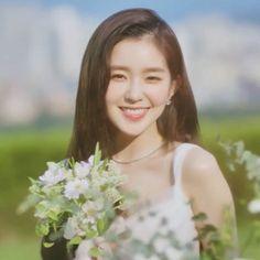 Oh My Girl Yooa, Cool Girl, Kpop Girl Groups, Kpop Girls, Red Velvet Photoshoot, Rich Family, Korean Wedding, Lisa, Red Velvet Irene